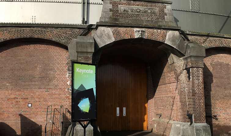 Entrance to to the keynotes track